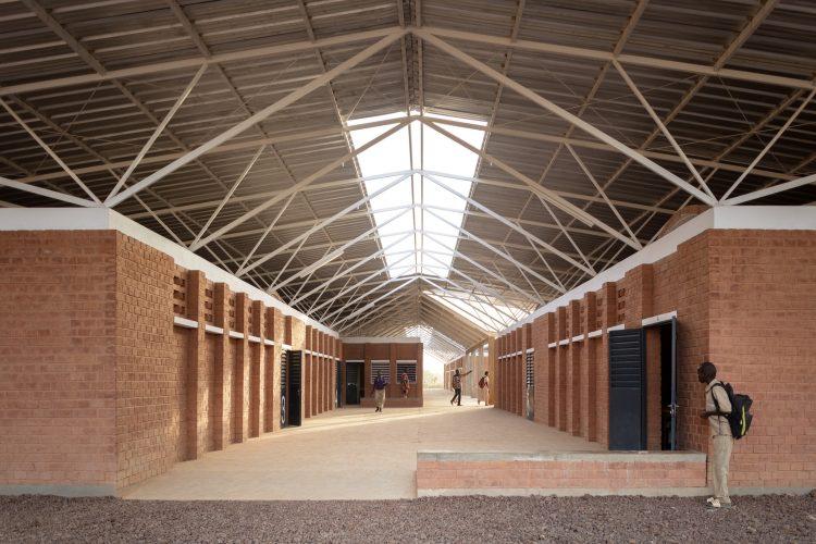 10_Lycée_y_edif._auxiliares_Bangre_Veenem_©Milena_Villalba_2020